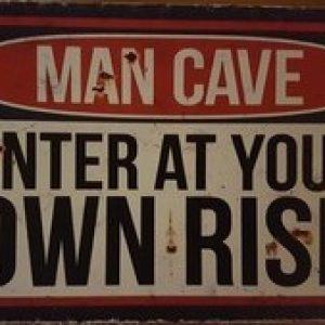 MANCAVE ENTER AT YOUR OWN RISK METALEN DECORATIE BORD